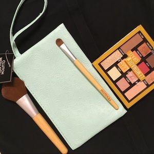 Handbags - NWT🎊Mint Wristlet w/ Textured Filigree⚜️ Design